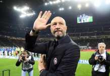 Walter Zenga saluti i tifosi a San Siro dopo Inter Crotone