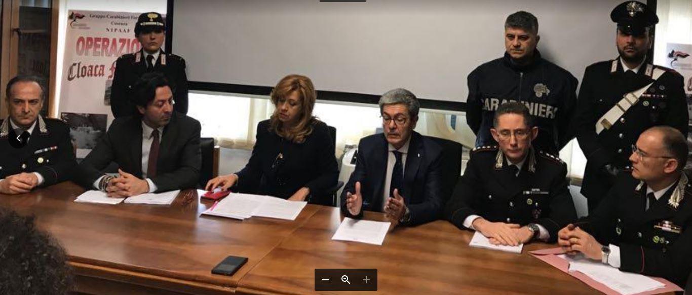 Al centro il procuratore Mario Spagnuolo e l'aggiunto Marisa Manzini durante la conferenza stampa sul depuratore Valle Crati