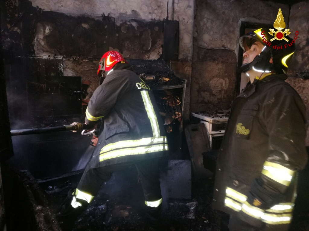 incendio casa anziana morta