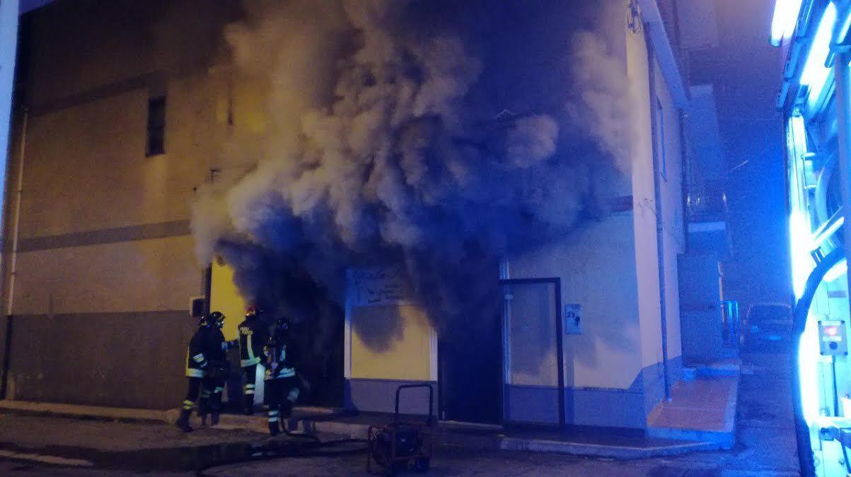 Incendio in un negozio di scarpe a Isola Capo Rizzuto
