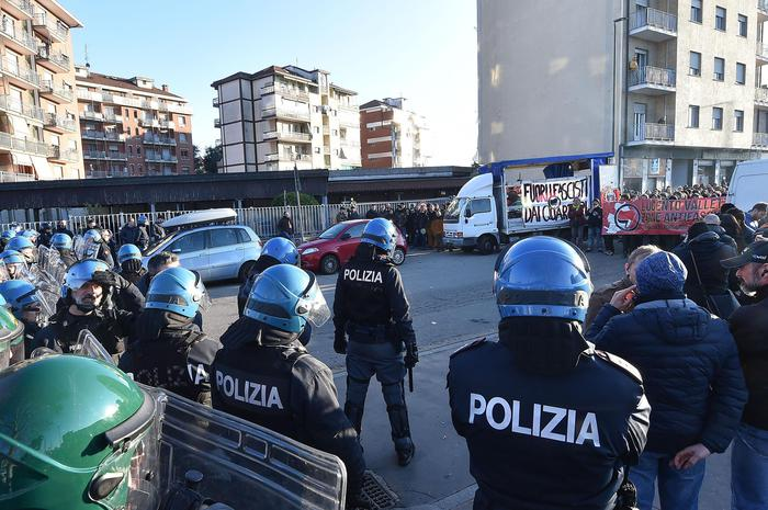 Foibe: Torino, cominciato raduno