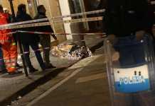 Il corpo del rapinatore ucciso dal gioielliere a Frattamaggiore