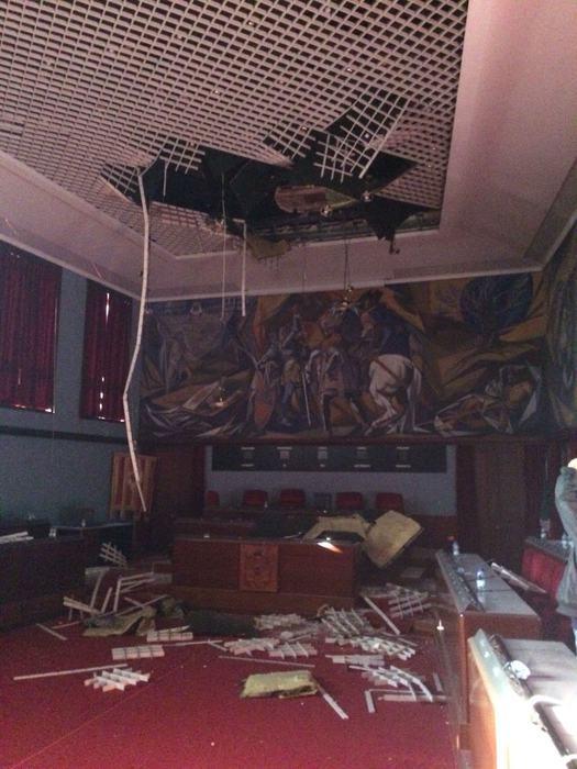Crolla controsoffitto sala consiliare Comune Catanzaro