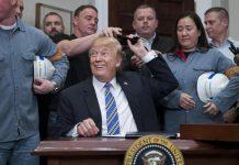 Trump firma i dazi su acciaio