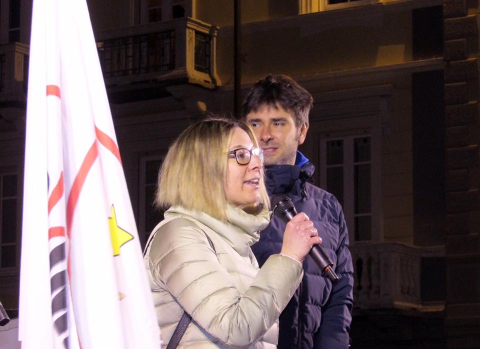 Elisa Tripodi con Alessandro Di Battista in un comizio