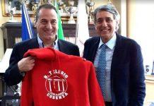 Da sinistra il prof. Francesco Rubino e il Dirigente del Liceo Telezio ing. Antonio Iaconianni