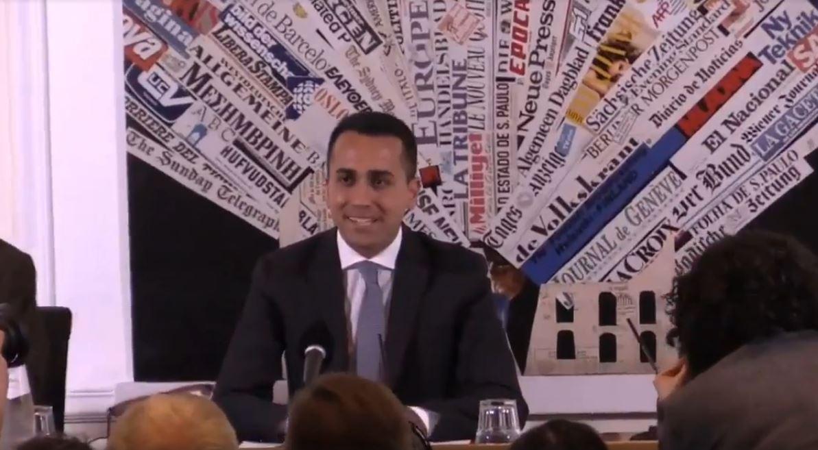 Luigi Di Maio nell'incontro con la stampa estera
