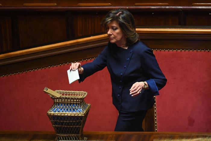 Maria Elisabetta Casellati vota al Senato