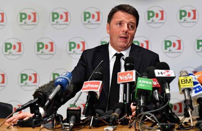 Matteo Renzi nella conferenza stampa post elezioni in cui ha annunciato le dimissioni