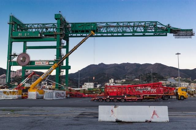 Grave incidente nel porto di Genova, muore camionista cosentino Eugenio Fata