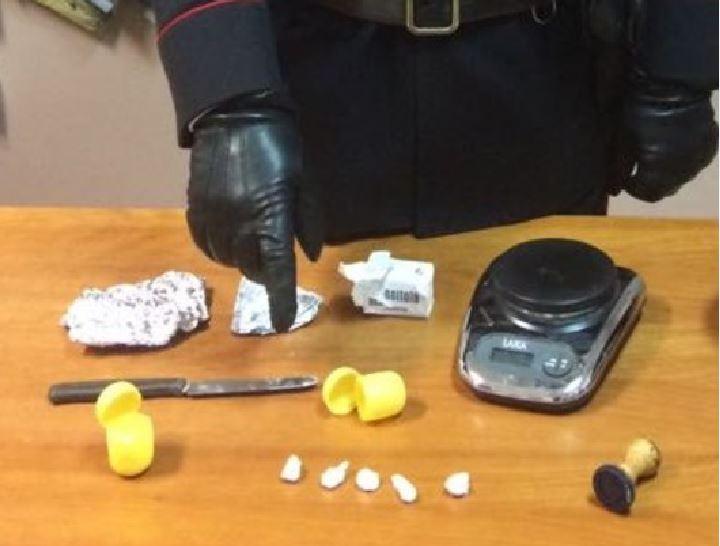 Cocaina nel giubbino e a casa, arrestato ex sindaco
