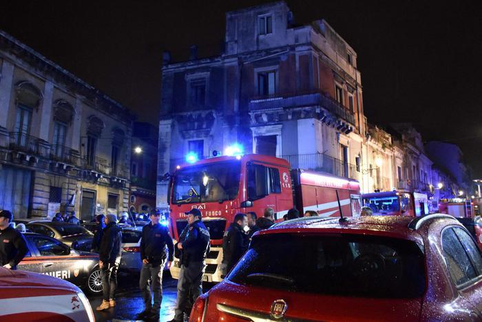 Esplosione a Catania: 3 vittime, 2 sono vigili fuoco