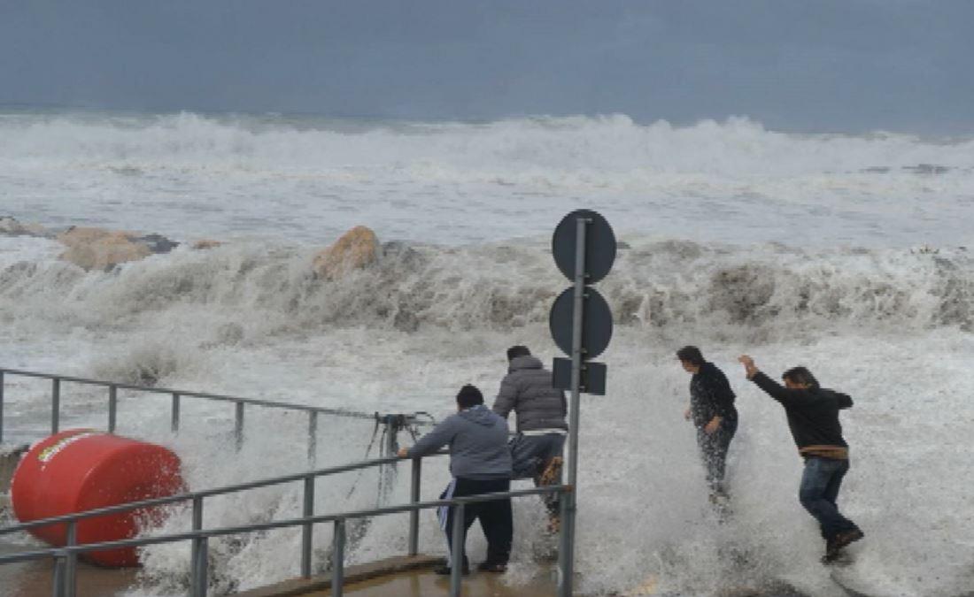 Maltempo, allerta gialla in Calabria. Previsti piogge, venti forti e mareggiate