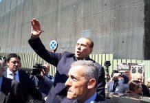 Berlusconi sul predellino in Molise