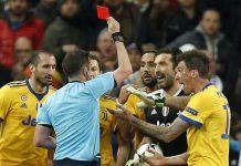 L'erbistro Michael Oliver espelle Gigi Buffon