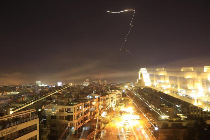 Stati Uniti, Francia e Gran Bretagna attacco militare Siria