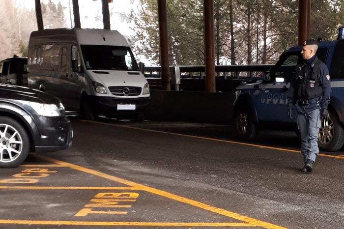furgone con esplosivo confine francia italia