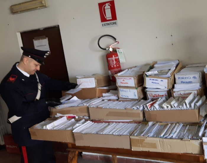 In casa 400 chili lettere, denunciato corriere infedele