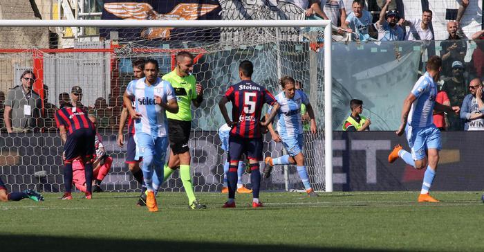 Il gol del pareggio di Savic in Crotone Lazio