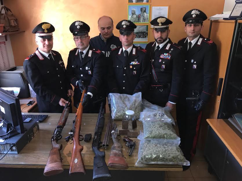 Un arsenale di armi e chili di marijuana, arrestato un 44enne