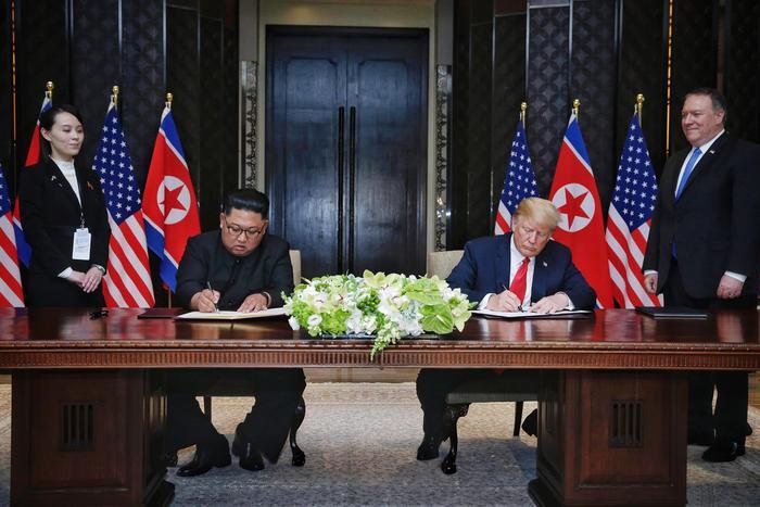 Kim e Trump firmano il documento sulla denuclearizzazione