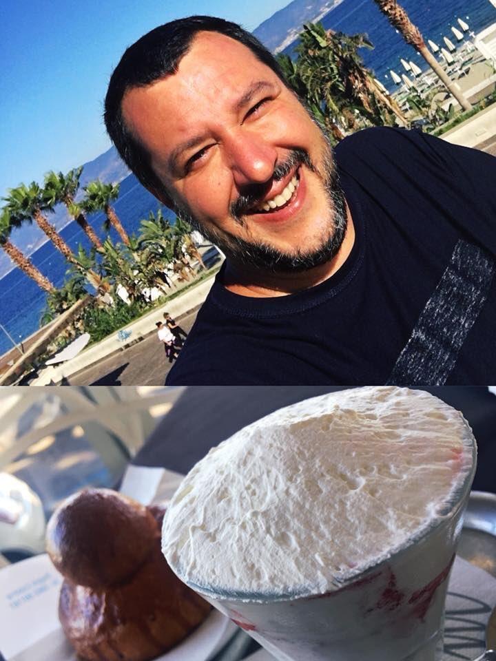 Matteo Salvini mentre fa colazione a Reggio Calabria