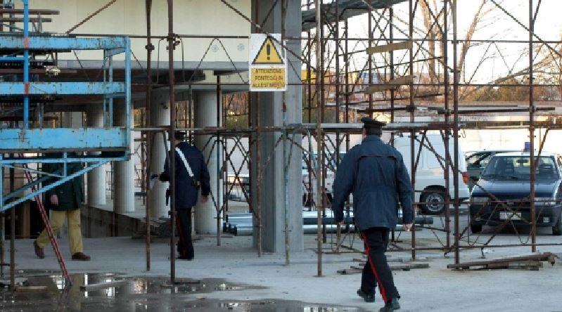 carabinieri cantiere edile