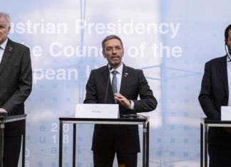 Da sinistra i ministri degli Interni di Germania, Austria e Italia Horst Seehofer, Herbert Kickl e Matteo Salvini al vertice sui migranti a Innsbruck