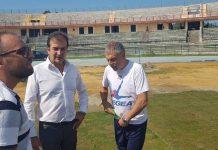 Mister Braglia sul terreno di gioco con il sindaco Occhiuto