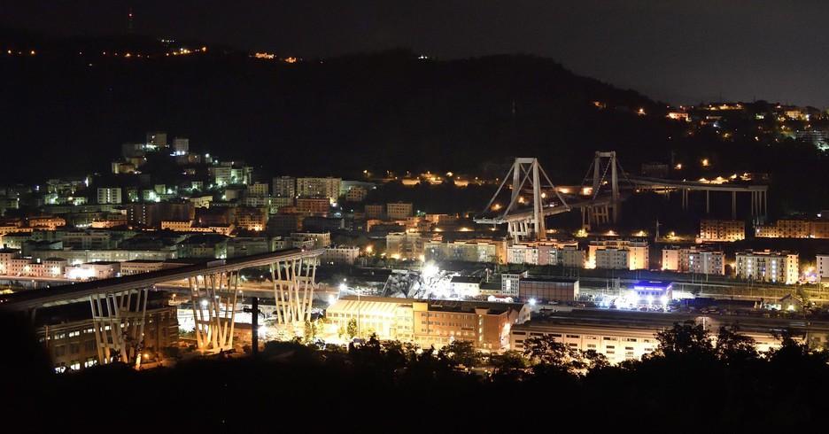 Crollo ponte Genova notte