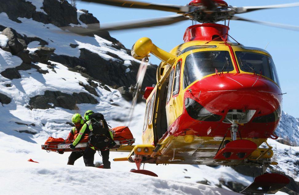 Elicottero soccorso alpinisti