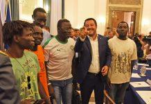 Matteo Salvini incontra una delegazione di immigrati a Foggia
