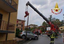 un momento dell'intervento dei vigili del fuoco di Cosenza