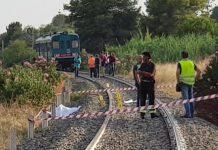Il luogo dell'incidente dove sono morti i due bambini investiti dal treno
