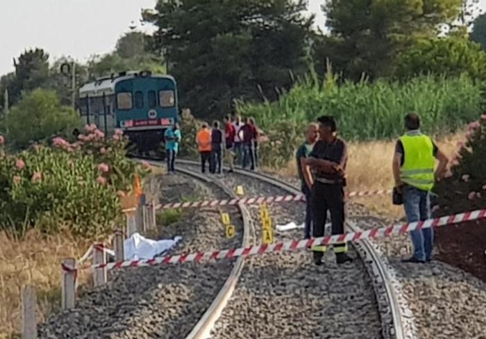 Il luogo dell'incidente dove due bambini sono morti investiti dal treno
