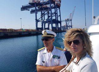 Il ministro per il Sud Barbara Lezzi al porto di Gioia Tauro.