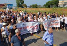 protesta aeroporto crotone