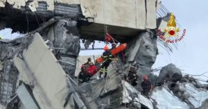 soccorritori crollo ponte genova