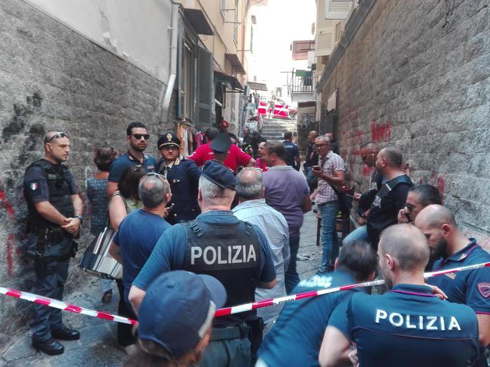Esplosione in abitazione a Napoli, un morto e 2 feriti