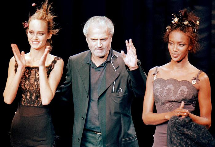 Lo stilista Gianni Versace in una foto 1996
