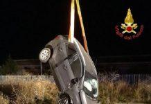 L'auto del povero Gerace recuperata dai Vigili del fuoco