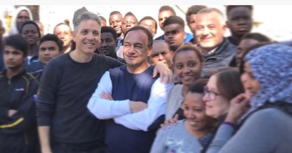Il sindaco di Riace Mimmo Lucano con l'attore Beppe Fiorello