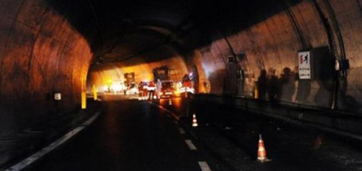 Mezzo in fiamme sull'A2 tra Cosenza e Rende, disagi per la viabilità