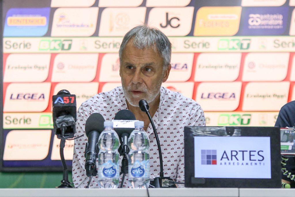 L'allenatore del Cosenza Piero Braglia