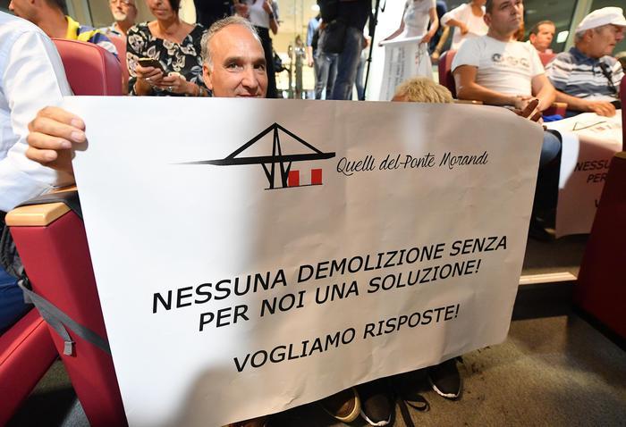 """Ponte, protesta sfollati: """"Rispetto"""""""