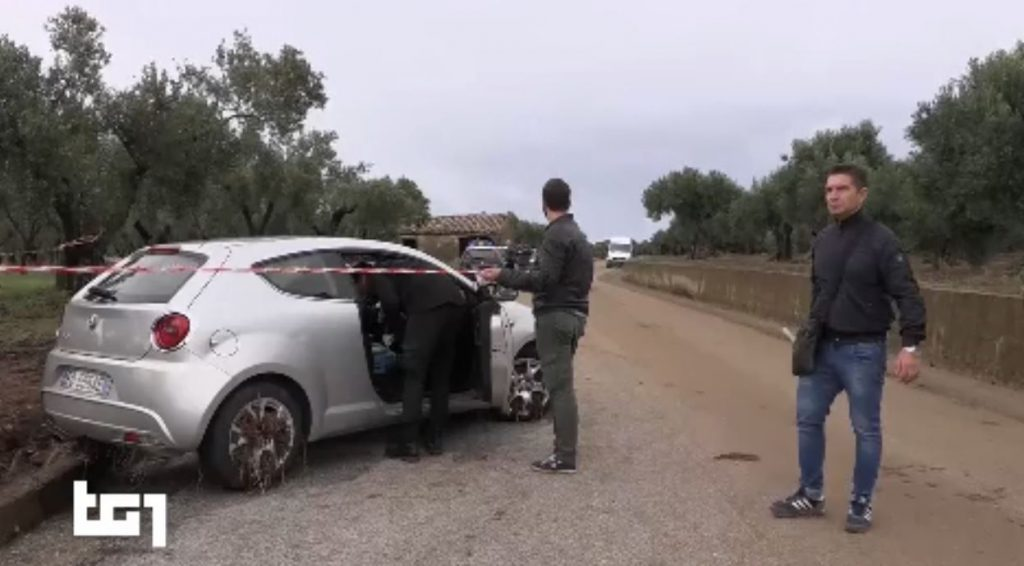 L'auto sulla quale viaggiava la sfortunata Stefania Signore coi suoi bambini