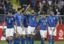 Gli azzurri esultano dopo il goal di Biraghi