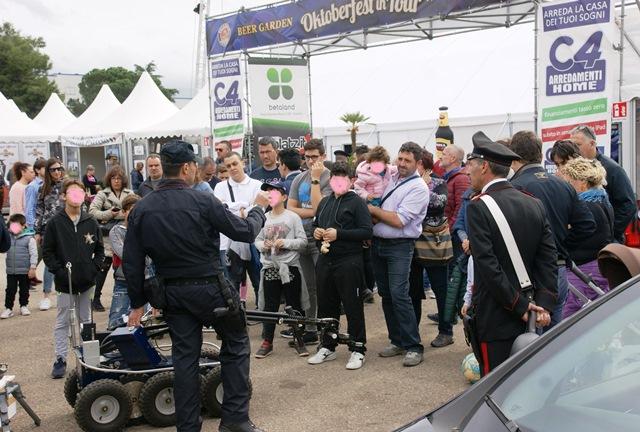 Dimostrazione dei Carabinieri all'Oktober Fest di Rende