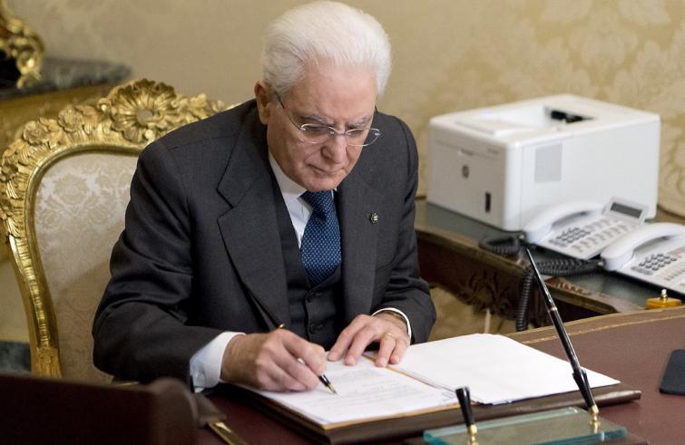 Mattarella firma decreto