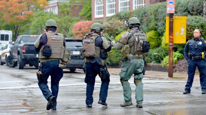 Polizia Usa davanti la Sinagoga di Pittsburgh